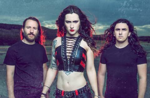 Diva Satánica (Bloodhunter): «le hemos enseñado al mundo que también podemos rugir muy grave»