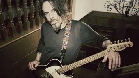 Richie Kotzen: «Tocar con los dedos me hace un guitarrista mucho mejor»