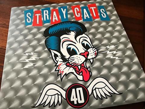 El regreso de un género, la resurrección de un clásico con «40» de los Stray Cats.
