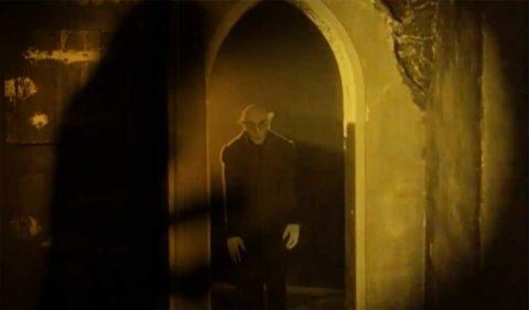 Videoclip de Robert Rodrigo reinterpretando el clásico del cine «Omens Of Nosferatu»