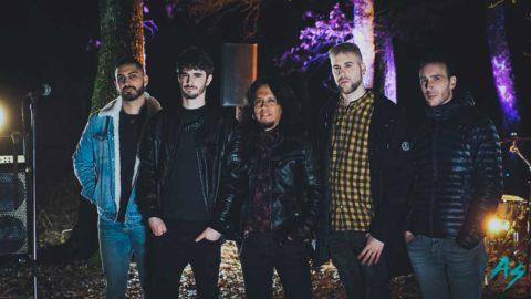 La banda A Deshoras publica «Cerca de sus pasos»